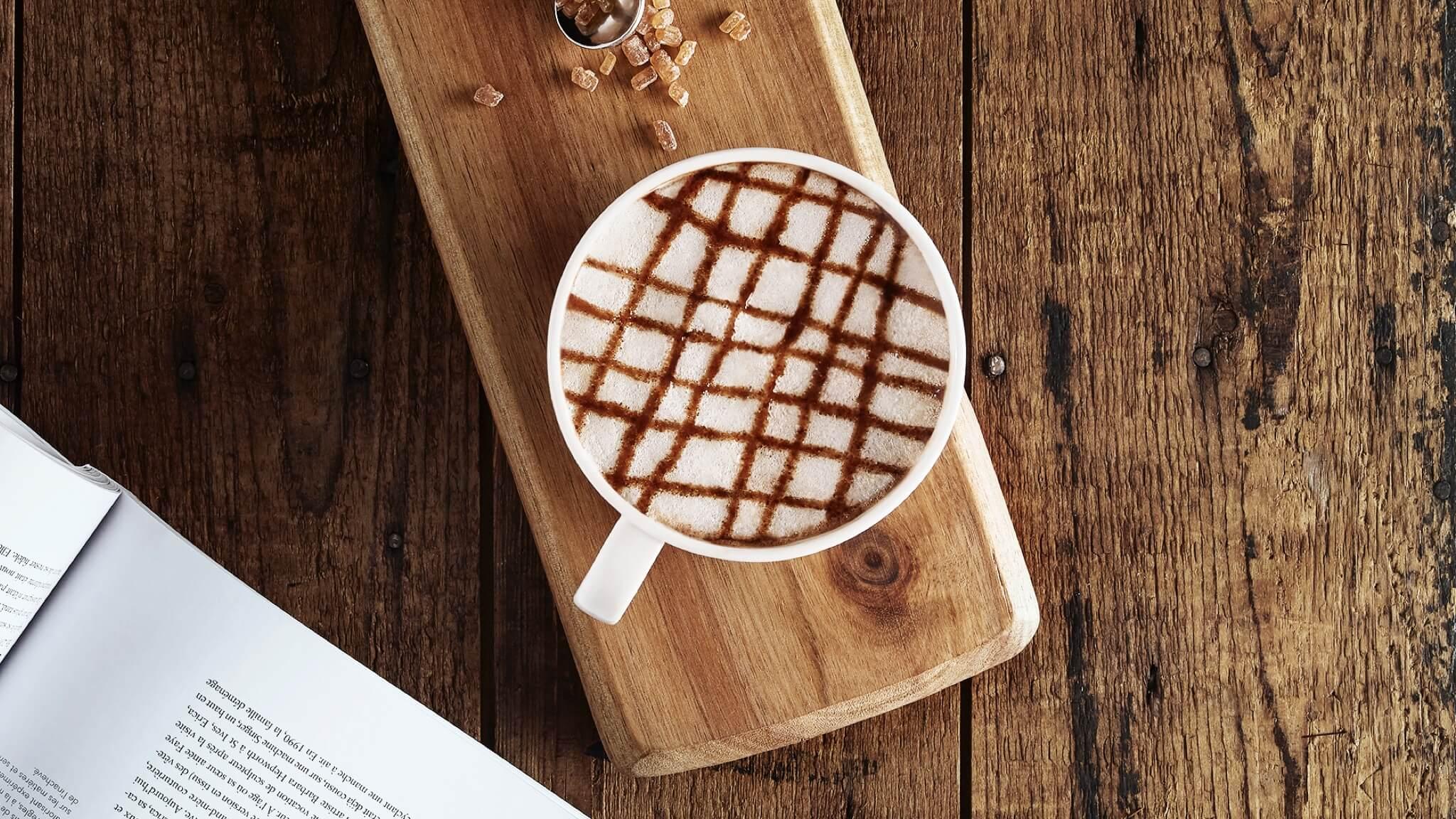 Насладиться любимой чашкой кофе